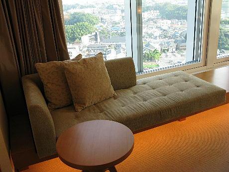 10_10_sofa.jpg